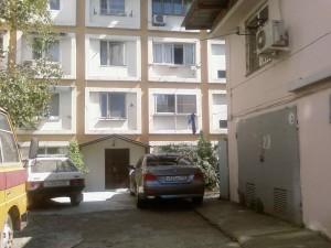 Это многоквартирный дом в городе Сочи,ул.Макаренко,дом 14
